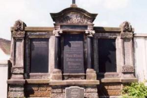 Das Grab der Familie Schippan auf dem Friedhof in Ragewitz