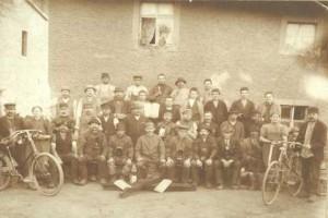 Gruppenbild der Belegschaft der alten Ziegelei um das Jahr 1910