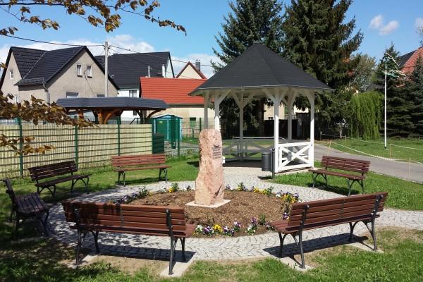 neugestaltete Dorfplatz